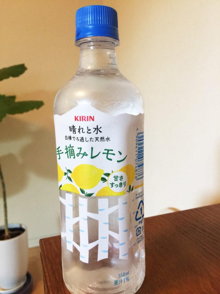 オリジナルラベルデザインが素晴らしい晴れと水の新商品手摘みレモンの写真を自宅で撮影